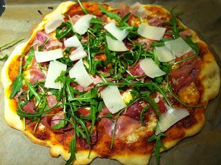 Evas Køkken: Pizza med mozzarella og parmaskinke