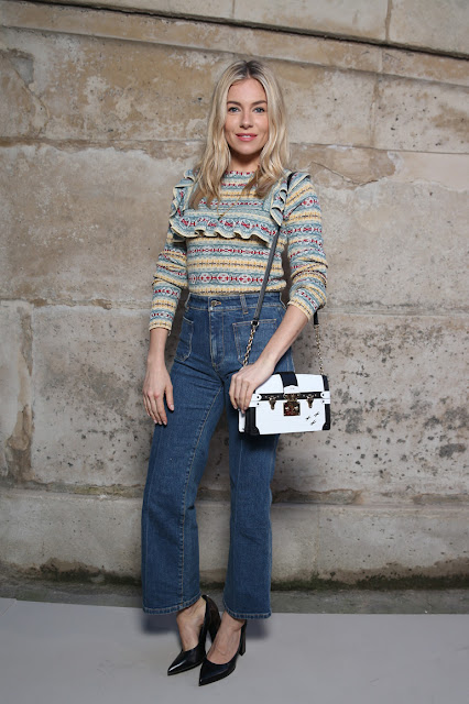 outfit sienna miller parigi fashion week maglione con rouches copy her look tendenze primavera 2018 color block by felym fashion blog italiani fashion blogger italiane fashion bloggers italy
