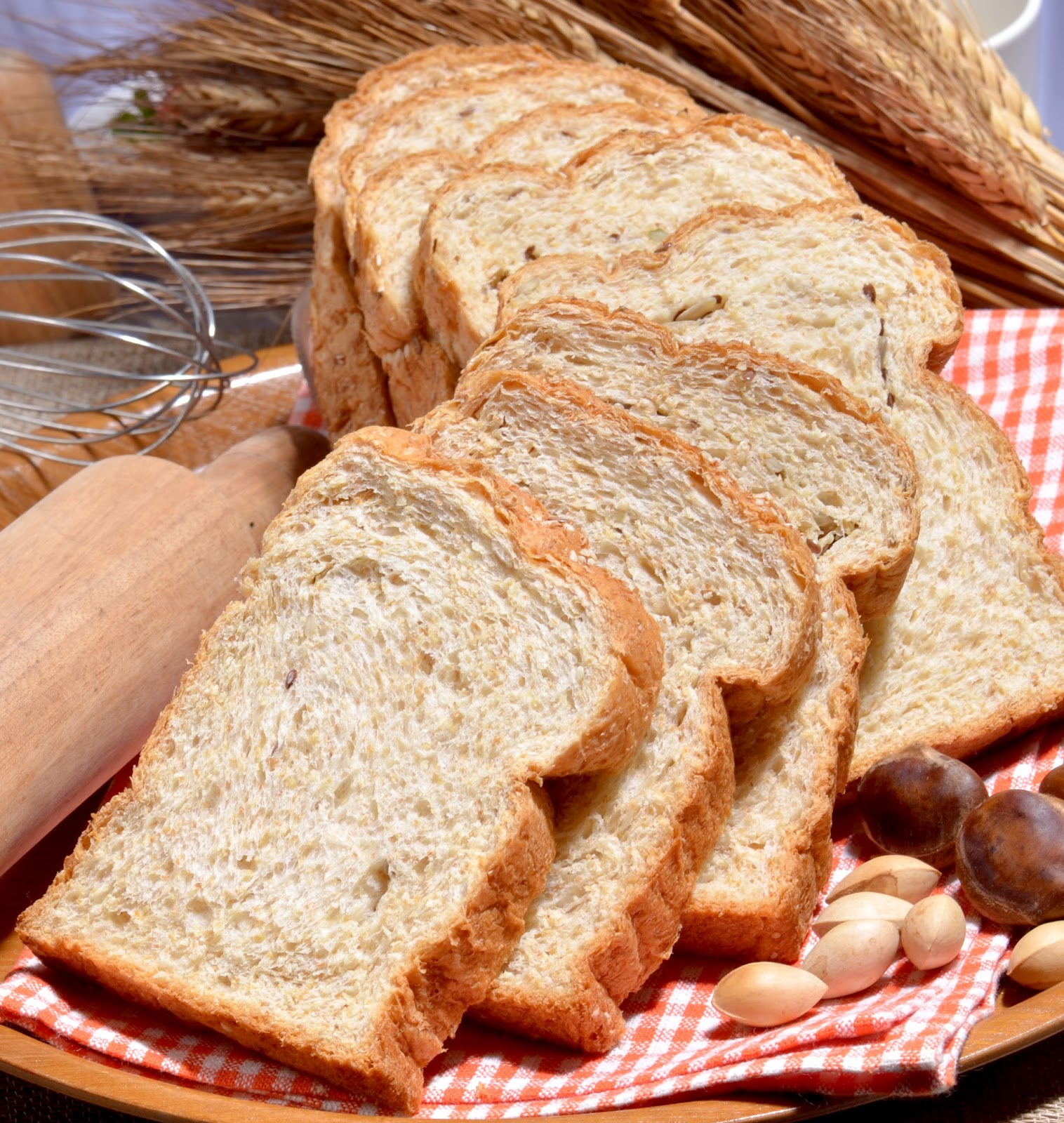 Cover Majalah Female Health By Budi Gizi Dan Kuliner Roti Tawar Gandum 400 Gr Yang Terbuat Dari Tepung Utuh Whole Wheat Lebih Sehat Karena Tinggi Serat Banyak Mengandung Vitamin Mineral