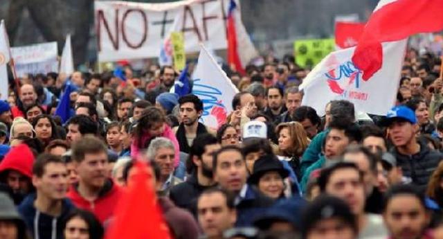 Protestas en Chile exigen un nuevo sistema público de pensiones