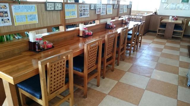 沖縄そば専門店 よね食堂(よねそば)の店内の写真