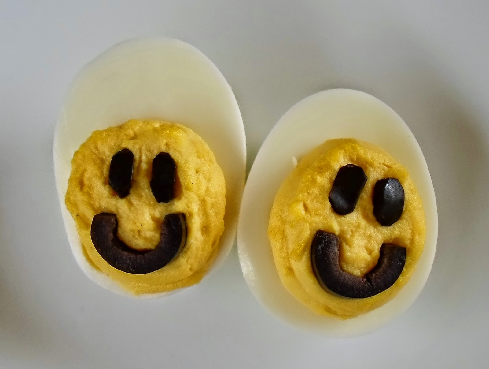 http://happierthanapiginmud.blogspot.com/2014/08/smiley-face-deviled-eggs.html