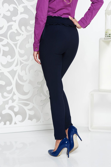 Pantaloni albastri-inchis conici cu talie inalta din material elastic cu un croi mulat si buzunare