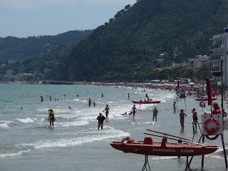 De mooiste (last minute) vakantiehuizen, campings, hotels en appartementen, B&B, agriturismo aan de Italiaanse bloemenrivièra vindt u via: www.italiaansebloemenriviera.nl