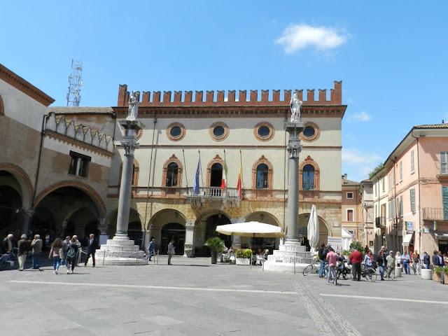 O que ver em Ravenna (Itália) além dos mosaicos? Piazza del Popolo