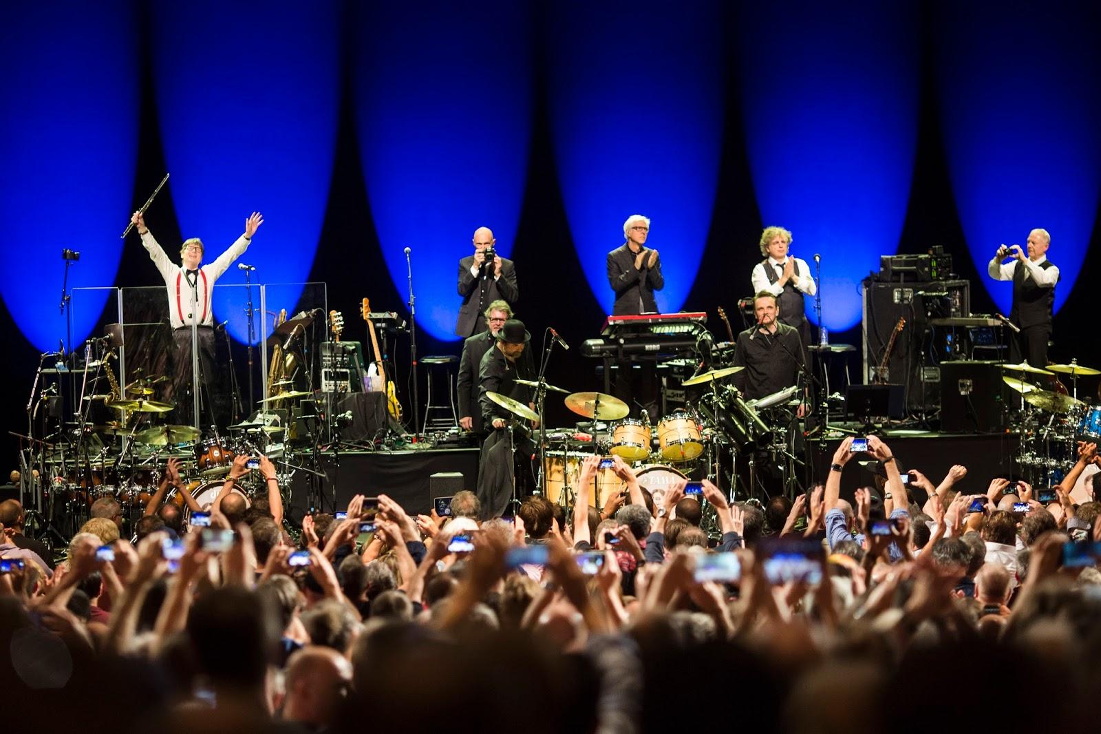 Résultats de recherche d'images pour «king Crimson Chicago live 2017»