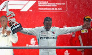 FÓRMULA 1 - Vettel contra el muro de su casa y Hamilton número 1 del Mundial