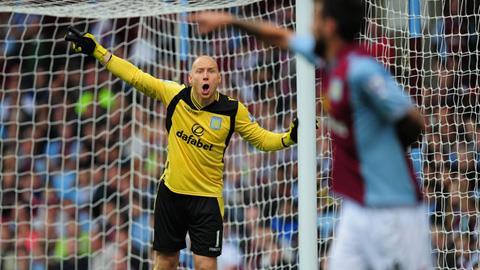 Thủ môn Brad Guzan của câu lạc bộ Aston Villa
