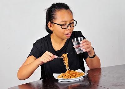 Est-ce que cela vous fait boire de l'eau entre les repas?