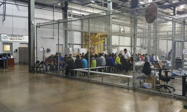 La foto simbolo dello sdegno per le politiche di Trump sui migranti