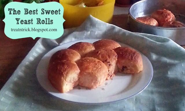 The Best Sweet Yeast Rolls Recipe @ treatntrick.blogspot.com