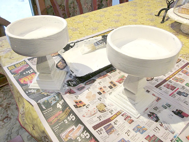 Painting the wooden pedestal bowls