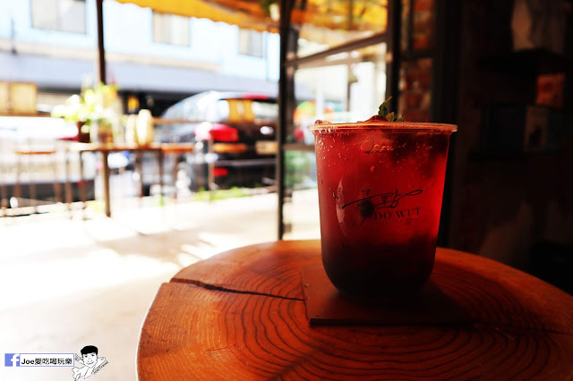 IMG 4773 - 【新竹美食】弄點咖啡COFFEE BAR -位於大遠百巷弄間的老屋咖啡廳,來這裡可以享受都市間的寧靜,甜點、飲品擺盤做工都非常的講究,價格也相當親民!