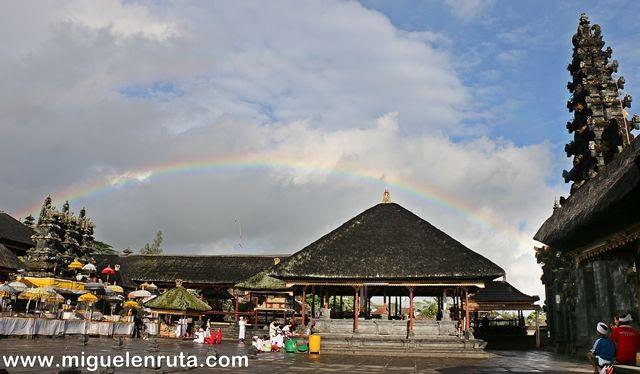 Templo-arcoiris-Bali