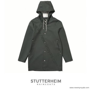 Princess Sofia STUTTERHEIM Stockholm Raincoat and LONGCHAMP Large Tote Bag