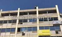 Η στιγμή που αστυνομικός αποτρέπει την αυτοκτονία άντρα στη Λαμία (βίντεο)