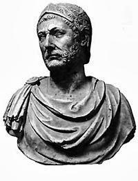 Tổng tài của đế chế La Mã, người chinh phục gần như toàn bộ Châu Âu thời  bấy giờ, chiếm sang cả Ai Cập và Babylon; rất nổi tiếng với ...