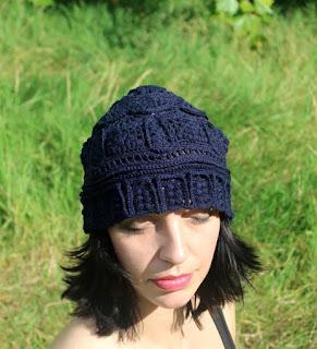 czapki na drutach i szydełkiem z kolekcji ggw