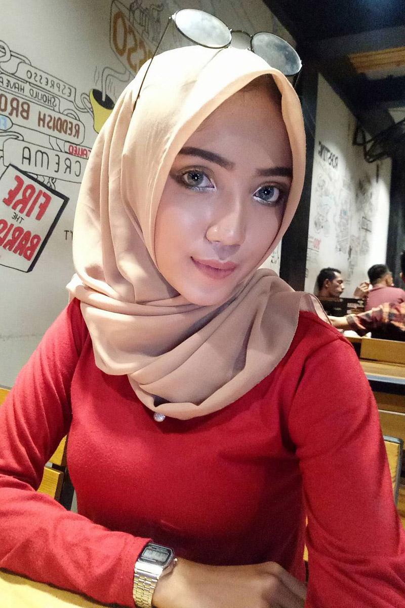 hijab dan mahjub seksi dan ketat pakai baju merah