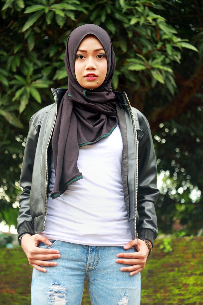 Celan jeans Model Cantik dengan Jilbab Trendi hijab terbaru cewek igo model makassar asal Wajo suku bugis mahasiswi UNM seksi selangkangan