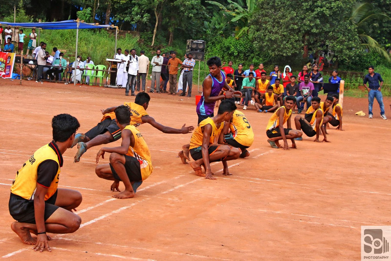 kho kho game Kho kho (punjabi: ਖੋ-ਖੋ) is a tag sport from the indian subcontinent it is played by teams of twelve players, of which nine enter the field, who try to avoid being touched by members of the opposing team[1] it is one of the two most popular traditional tag games of the south asia, the.