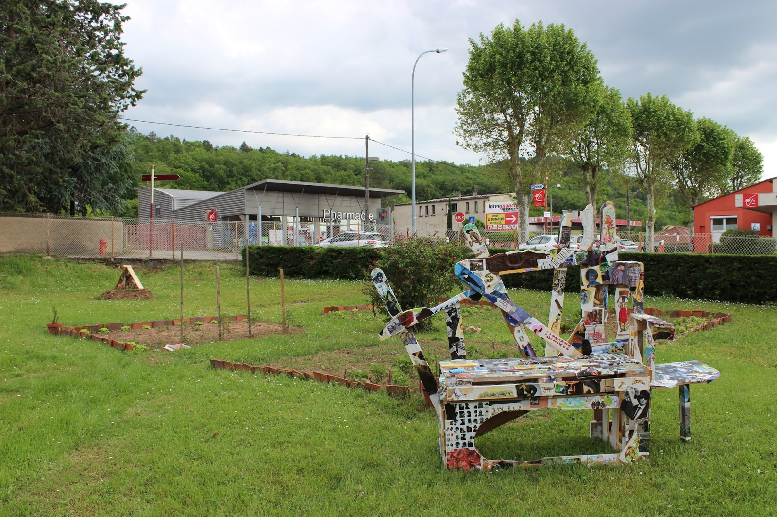 Cahors juin jardins le festival qui cultive l 39 art a for Cahors jardin juin 2015