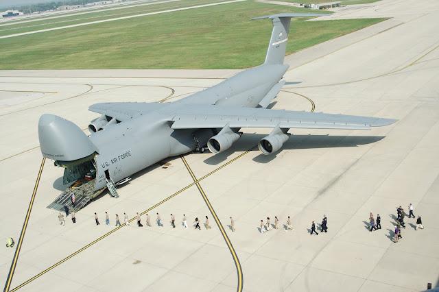 Lockheed C-5 Galaxy pesawat perang terbesar di dunia