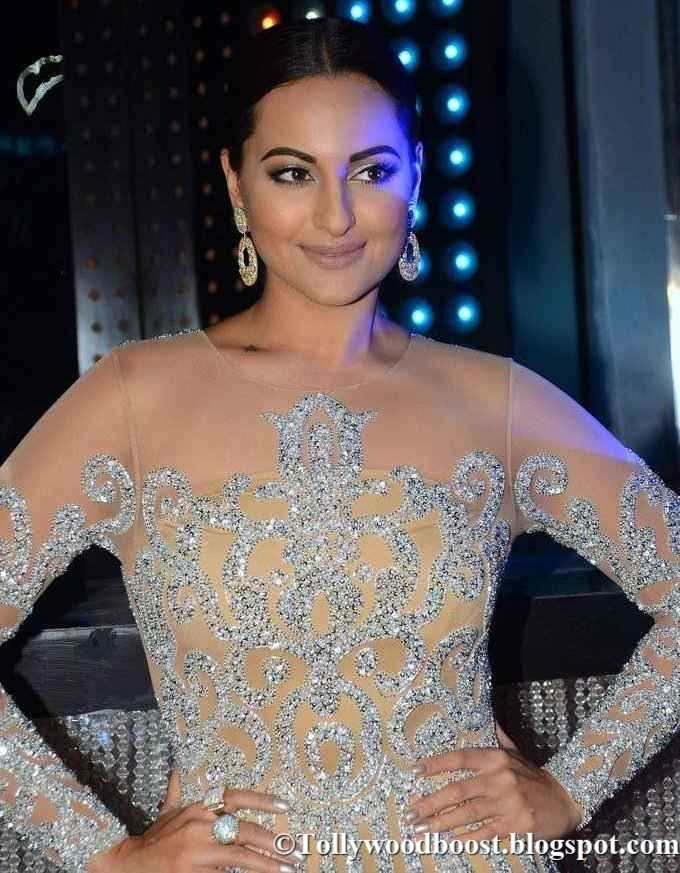 Sonakshi Sinha The Promotion Of Nach Baliye 8 In Yellow Dress