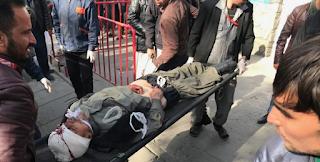 Τρόμος και αίμα στο κέντρο της Καμπούλ! Δεκάδες νεκροί και τραυματίες σε έκρηξη παγιδευμένου ασθενοφόρου - Σκληρές εικόνες