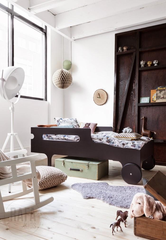 R toddler bed dark chocolate