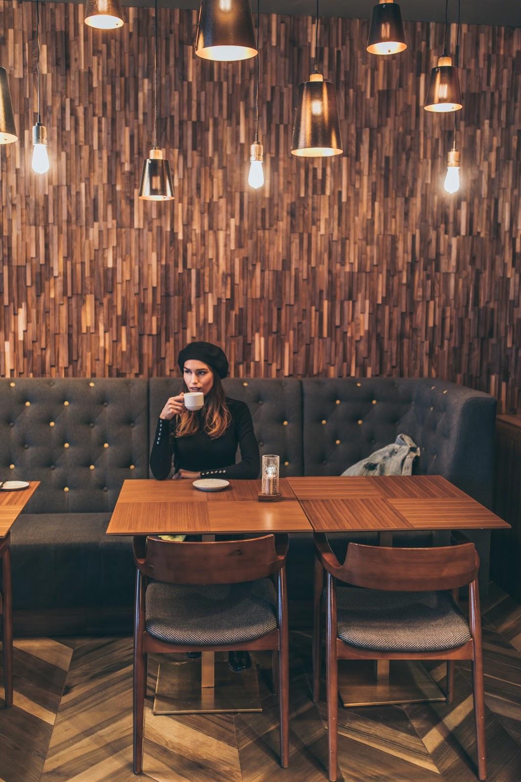 girl cafe beret