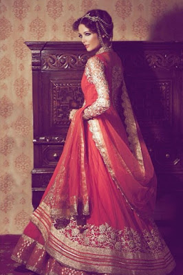 Indian bridal wedding clothes are something that every girl looks into from the time she is teen age and continues to see many different Indian wedding clothes even when she gets older.