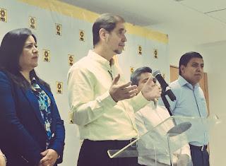 Conferencia de prensa donde Basave anuncia su renuncia a la presidencia del PRD