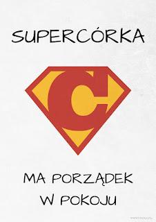 Supercórka ma porządek w pokoju - plakat do pobrania