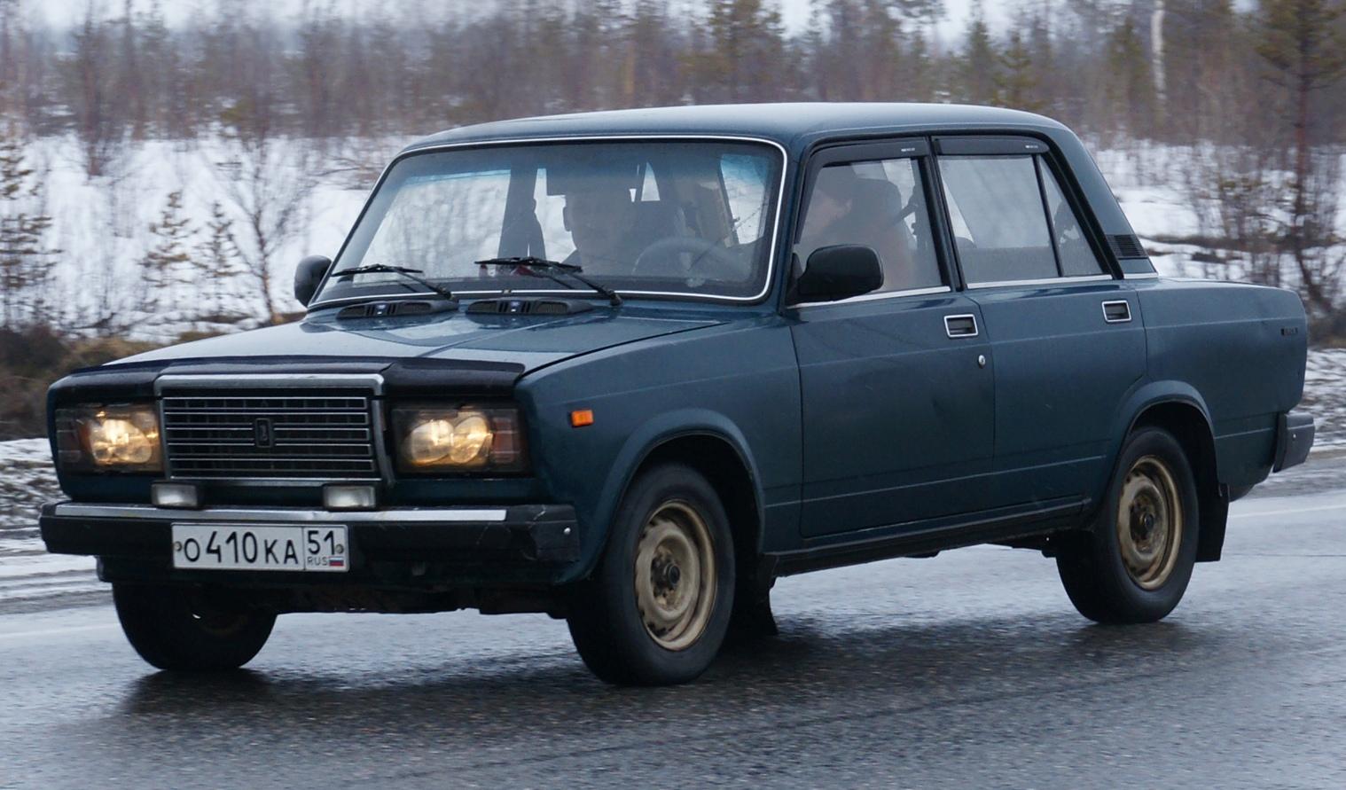 lada 2107 la fin du mythe automobile russe. Black Bedroom Furniture Sets. Home Design Ideas