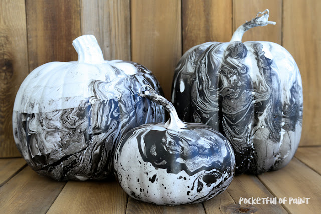 Turn plain pumpkins into stylish marbelized pumpkins! featured at Talk of the Town at www.knickoftime.net