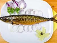 Такая рыбы может быть приготовлена с зеленью (но без специй и пряностей), с небольшим количеством сырых овощей.