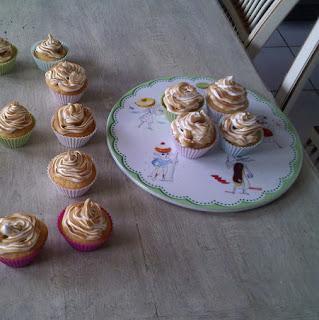 https://danslacuisinedhilary.blogspot.com/2011/09/anniversary-cupcake-cupcake.html