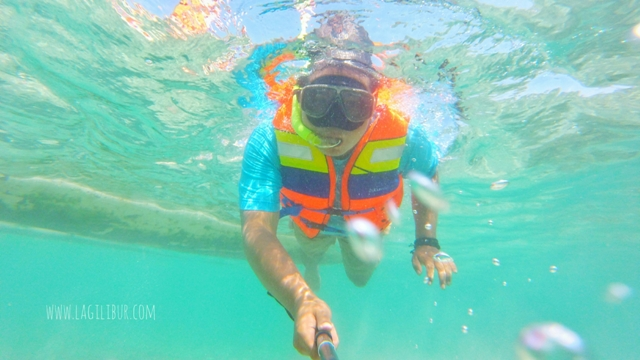 Snorkeling di Pantai Batu Putih Kemujan Karimunjawa