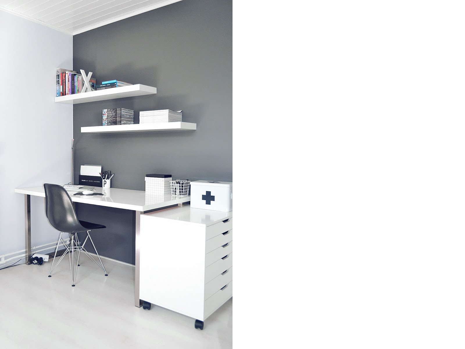 Ikea alex, minimal workspace, white grey, vitra dsx chair, marc jacobs, hay box, vogue collection, hema medicijn box, arne jacobsen letter cup