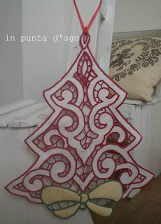 http://silviainpuntadago.blogspot.it/2012/10/il-ricamo-di-natale-2012.html
