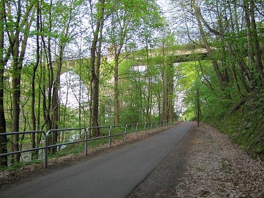 Szlak przed wiaduktem kolejowym.