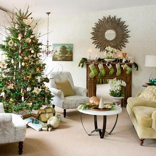 Chimenea decorada en Navidad