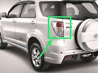 Harga dan Fisik Stoplamp Kiri Toyota Rush 2011
