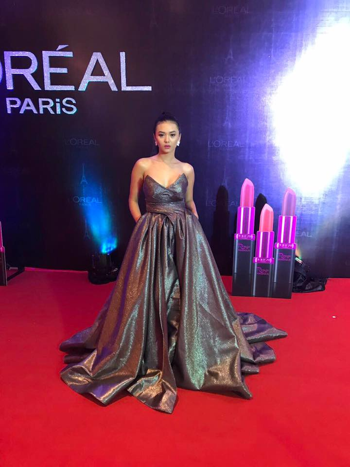 Shwe Mhone Yati Fashion Dress Style In Loreal Fashion Show and Magazine Cover Story