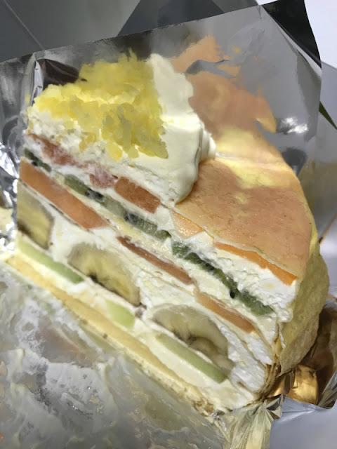 ミッドタウンにあるコーヒー&ケーキ レストラン 「HARBS」ケーキの写真です。