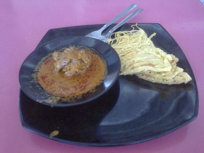 roti jala with curry chicken at Universiti Hospital