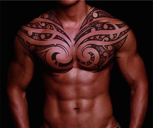 Melhor tatuagem tribal ideias para os homens no peito o Seu olhar impressionante, você deve tentar
