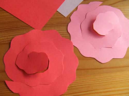 centi bastelt rosen aus papier. Black Bedroom Furniture Sets. Home Design Ideas