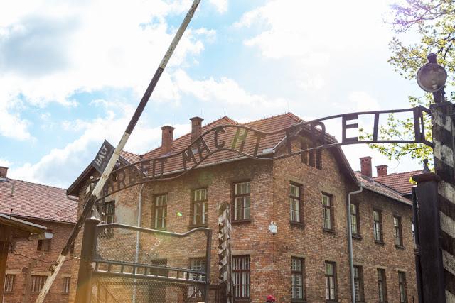 Il lavoro rende liberi, Arbeit Macht Frei